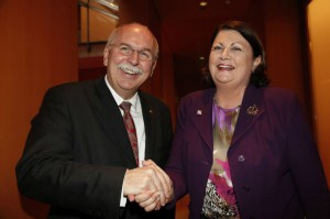 Photo of Matthias Kleiner and Máire Geoghegan-Quinn shaking hands.